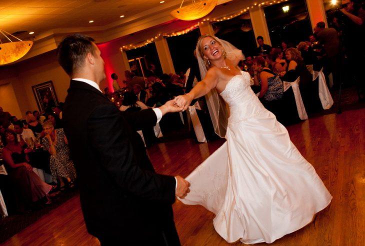 Düğün dans kursları bu anlamda çok faydalı.