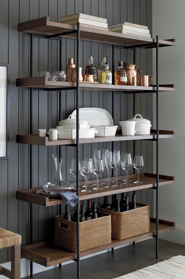 Kurulduğu 1962 yılından beri Avrupa ve Amerika'da atölye ve üreticilerden oluşan geniş bir tedarikçi ağına sahip olan Crate and Barrel, modern ev tasarım ürünlerini; özenli ve özgün bir şekilde sunarak müşterilerine ilham veren dünya çapında bir markadır.