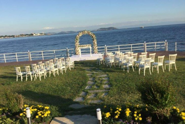 Rüya gibi bir düğün için düğün mekanı adresiniz Moda Deniz Kulübü.