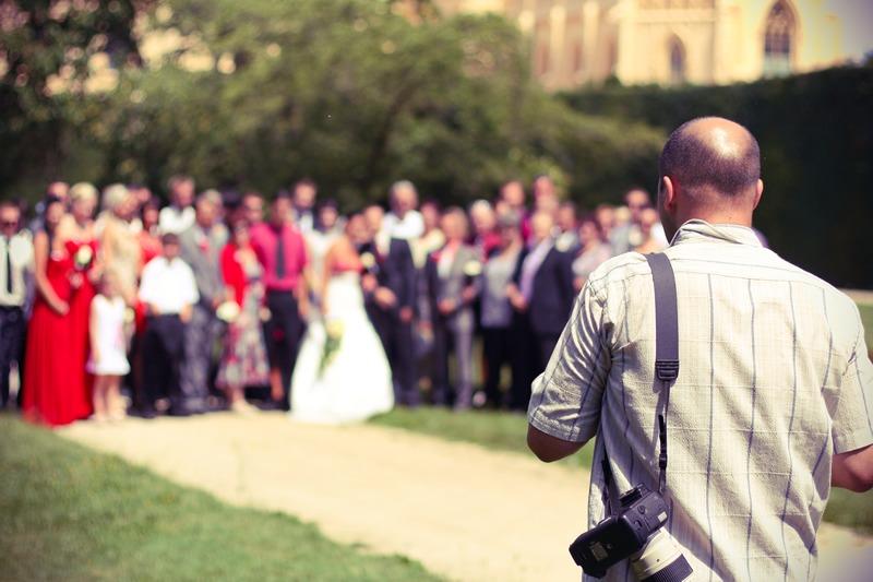 Aslında hepimiz bunu yapıyoruz, evlilik töreni sırasında birer ''fotoğrafçı'' oluyoruz.
