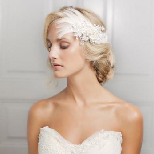 Düğün öncesi saçınızla ilgili tüm detayları kendisiyle konuşabilir hatta bir saç provası yaptırabilirsiniz.