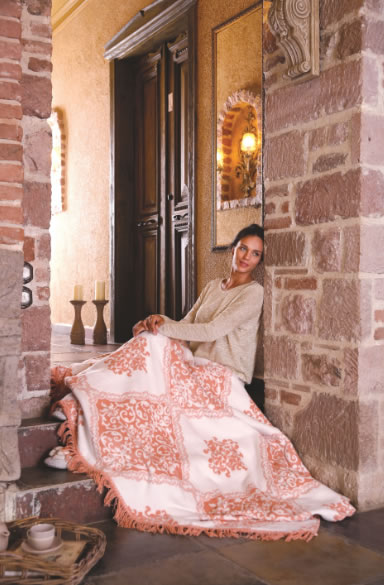 Her zevke ve ihtiyaca uygun şık tasarımlar sunan Özdilek, battaniyeleriyle sizleri yumuşacık bir uyku deneyimine davet ediyor