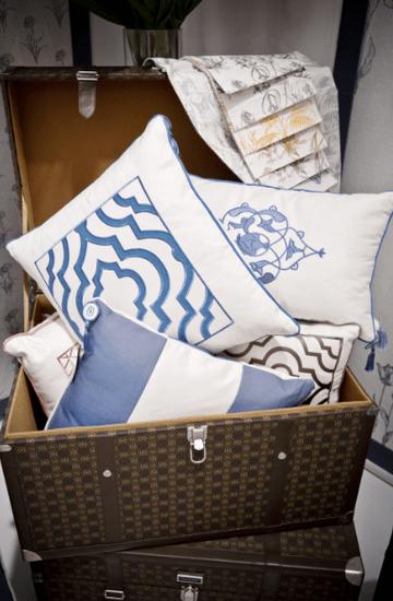 Tasarımlarındaki farklılık, sadelik ve zarafet ile ön plana çıkan Vakko Home; ev tekstili, armağan ve dekorasyon grubu koleksiyonlarında yer alan modern tasarımlı ürünleriyle mekanlara ayrı bir şıklık katıyor.