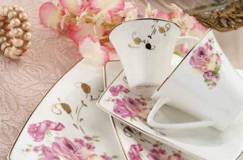 Kütahya Porselen'in canlı renkleri ile içinizi ısıtan kahve fincanlarında sevgilinizle karşılıklı kahve yudumlamanın tadı bambaşka olacak.