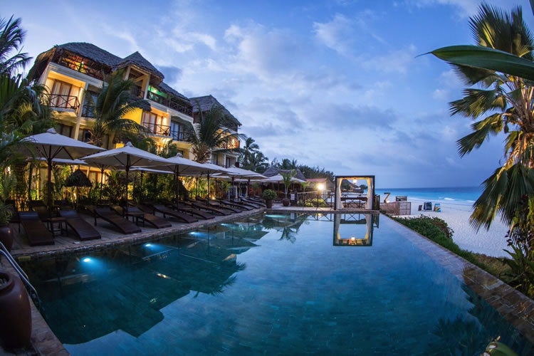 Bu şık ve zarif 4 yıldızlı otel, Zanzibar'ın kuzey ucundaki sakin Nungwi Plajı yakınlarında, gözlerden uzak bir araziye kurulmuş.