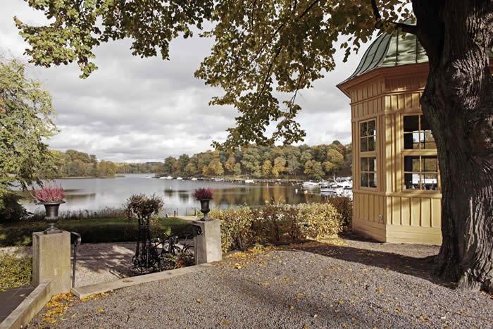 Stockholm'ün ilk oteli olduğu düşünülen bu 4 yıldızlı otel, şehir merkezine sadece 10 dakikalık mesafede.