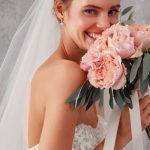 Özellikle kır düğünü ya da sahil kenarında evlenecekler için ise, kumaş çiçeklerden oluşan taçlar ideal.