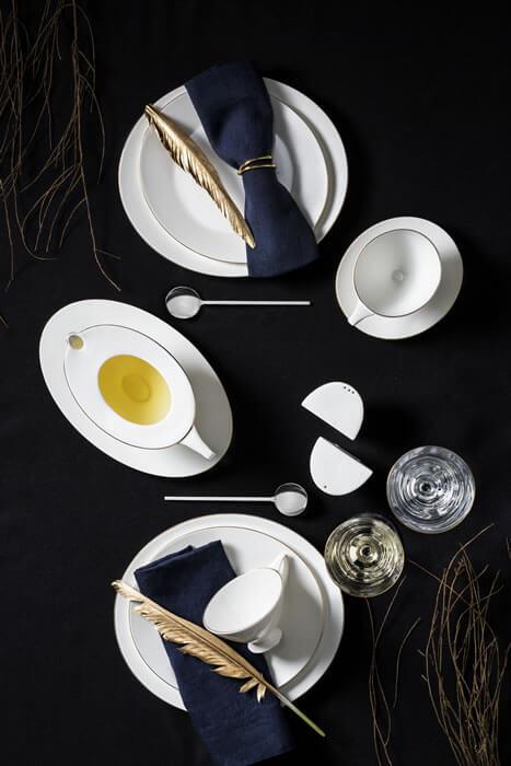 Jumbo, yaz sofralarında romantik ve asil şıklık arayanlar için Moon yemek takımını tasarladı.