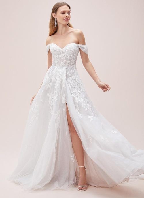 Kır düğünü gelinlik tercihi oleg cassini